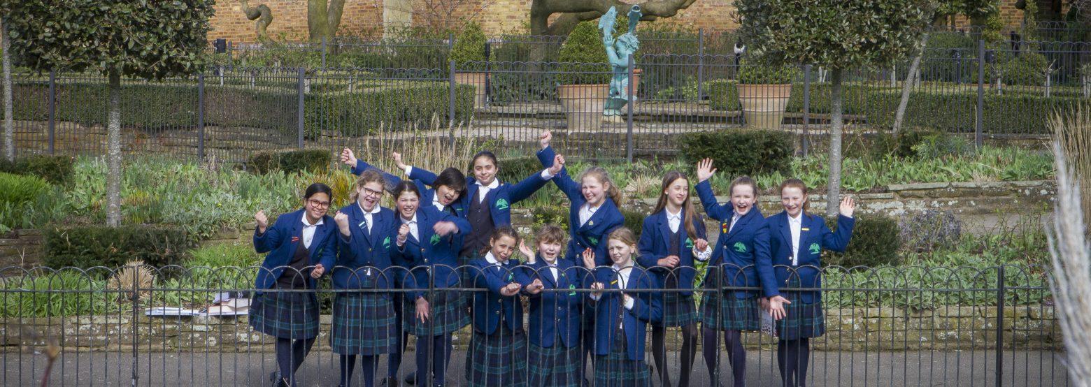 11+ Leavers in Golders Hill Park